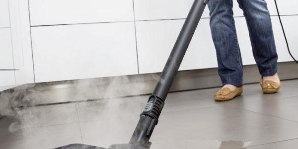 Balai vapeur ou nettoyeur vapeur : quelles différences et lequel choisir ?